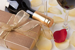 Presente e vinho Foto de Stock