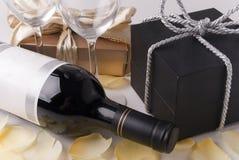 Presente e vinho Foto de Stock Royalty Free