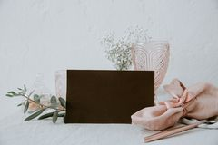 Presente el lugar, tarjeta de reserva, maqueta del menú foto de archivo libre de regalías