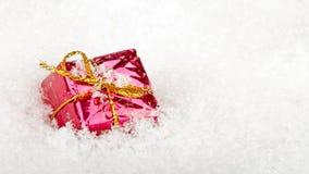 Presente en la nieve para la Navidad almacen de metraje de vídeo
