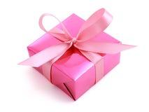 Presente envuelto regalo rosado Fotos de archivo libres de regalías