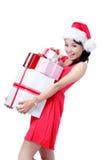 Presente feliz da terra arrendada da menina bonita do Natal fotografia de stock royalty free
