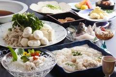Presente la comida con los pescados del fesh, bola de carne, verduras, mariscos y a fotografía de archivo