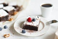 Presente la torta del brownie del postre del ajuste, del café y del chocolate Fotografía de archivo