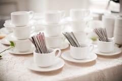 Presente los utensilios, cuchara, bifurcación, taza de café Imágenes de archivo libres de regalías