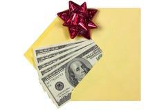 Presente no envelope Foto de Stock Royalty Free