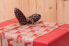 Presente para o ano novo e o Natal Imagens de Stock Royalty Free