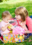 Presente para o bebê foto de stock royalty free