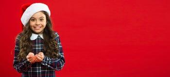 Presente per natale Infanzia Partito del nuovo anno Bambino di Santa Claus Acquisto di natale, idea per il vostro disegno Vacanze fotografia stock libera da diritti