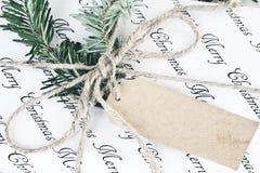 Presente retro do Natal com etiqueta vazia imagem de stock royalty free