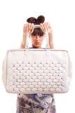 presentera handväskakvinnan Royaltyfria Bilder