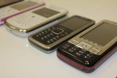 Presenterade och smarta telefoner Arkivbilder