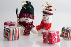 presenterar snowmen Arkivbild