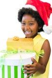 Presentes africanos felizes da terra arrendada da menina foto de stock royalty free