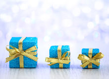 Presentes bonitos do Natal no fundo do brilho Imagem de Stock Royalty Free