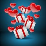 Presentes com balões do coração Fotos de Stock