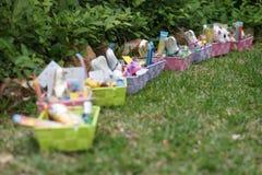 Presentes da Páscoa no jardim Fotos de Stock Royalty Free