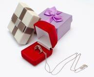 presentes de época natalícia belamente empacotados foto de stock
