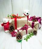 Presentes de época natalícia brilhantes Imagens de Stock Royalty Free