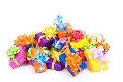 Presentes de cumpleaños coloridos Imágenes de archivo libres de regalías