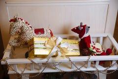 Presentes de la Feliz Navidad y del Año Nuevo 2017, juguetes, decoración Concepy de días de fiesta Fotos de archivo