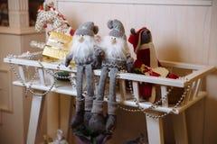 Presentes de la Feliz Navidad y del Año Nuevo 2017, juguetes, decoración Concepy de días de fiesta Imágenes de archivo libres de regalías