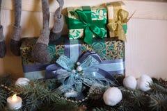 Presentes de la Feliz Navidad y del Año Nuevo 2017, juguetes, decoración Concepy de días de fiesta Imagenes de archivo