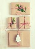 Presentes de la Navidad o del Año Nuevo Imagen de archivo