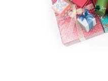 Presentes de Natal coloridos imagens de stock