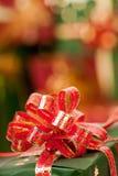 Presentes de Natal com fitas Fotos de Stock Royalty Free