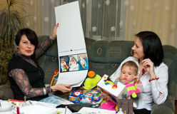 Presentes de Natal da família Imagem de Stock