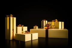 Presentes de Natal dourados no fundo preto Imagem de Stock Royalty Free
