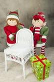 Presentes de Natal e duende Fotos de Stock Royalty Free