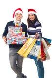 Presentes de Natal felizes da terra arrendada dos pares fotos de stock