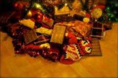 Presentes de Natal festivos fotos de stock royalty free