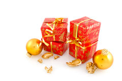 Presentes de Natal no vermelho com ouro Imagem de Stock Royalty Free