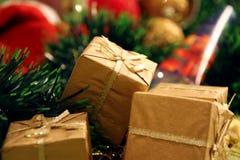 Presentes de oro Foto de archivo libre de regalías