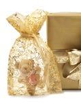 Presentes de oro y Teddybear Fotografía de archivo