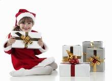 Presentes de una niña y de Navidad Imagenes de archivo