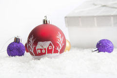 Presentes decorados do Natal no fundo branco Foto de Stock Royalty Free