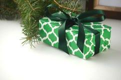 Presentes do Natal e presentes - caixa embrulhada para presente com espaço da cópia fotografia de stock royalty free