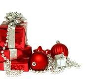 Presentes do Natal isolados no fundo branco Foto de Stock