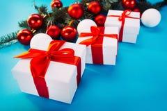 Presentes do Natal no fundo azul Imagens de Stock Royalty Free
