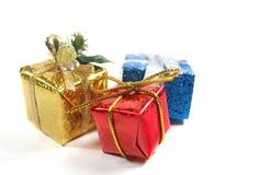 Presentes do Natal ou de ano novo (caixas) no branco Fotos de Stock Royalty Free