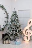 Presentes do Natal sob a árvore Fotografia de Stock Royalty Free