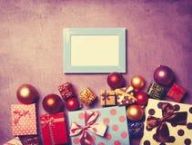 Presentes do quadro e do Natal da foto Fotografia de Stock Royalty Free