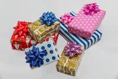 Presentes do Xmas isolados no fundo branco Foto de Stock Royalty Free