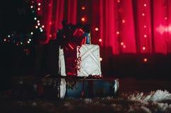 Presentes e árvore do Natal Imagens de Stock