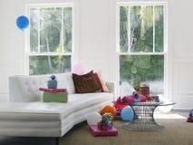 Presentes e balões na sala de visitas Fotos de Stock Royalty Free
