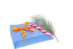 Presentes e decoração do Natal no fundo branco Fotos de Stock